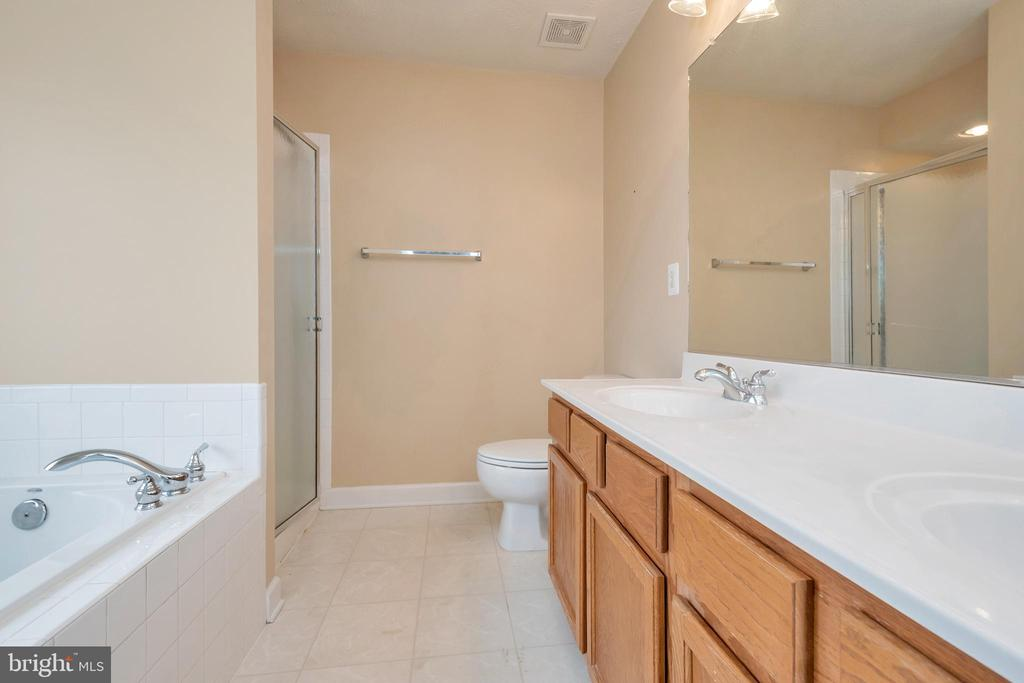 Master bedroom with double sinks - 4111 DERBYSHIRE LN, FREDERICKSBURG