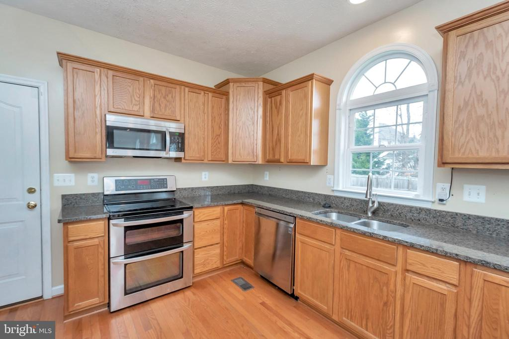 kitchen with double oven and built in microwave - 4111 DERBYSHIRE LN, FREDERICKSBURG