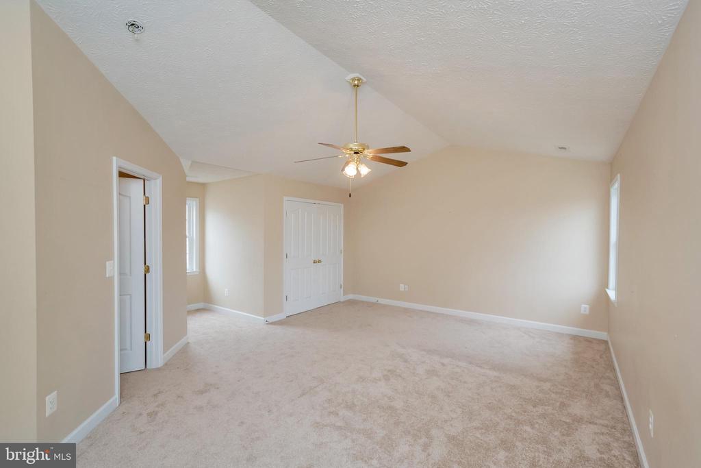 Master bedroom with walk in closet - 4111 DERBYSHIRE LN, FREDERICKSBURG