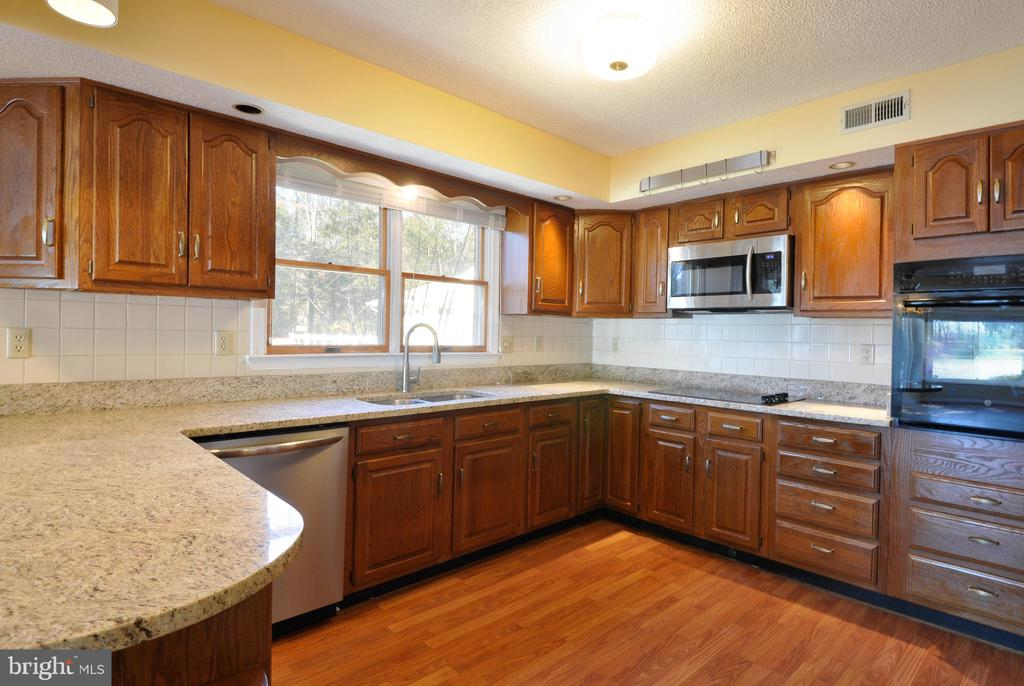 Kitchen - 1351 LAKEVIEW PKWY, LOCUST GROVE