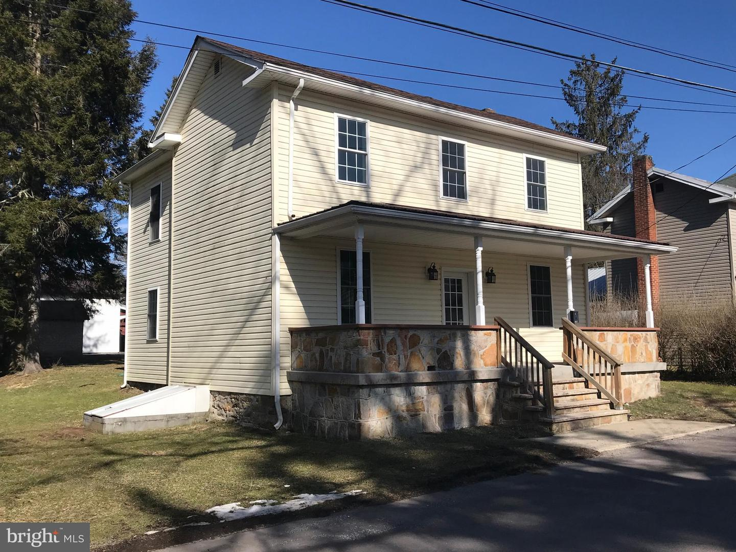 Single Family for Sale at 108 E Water St Oakland, Maryland 21550 United States