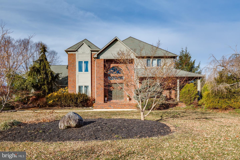 Maison unifamiliale pour l Vente à 2 ROSEWOOD DRIVE Chesterfield, New Jersey 08515 États-UnisDans/Autour: Chesterfield Township