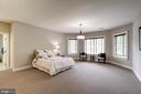 5th Bedroom ensuite with a wall of built-ins - 886 CHINQUAPIN RD, MCLEAN