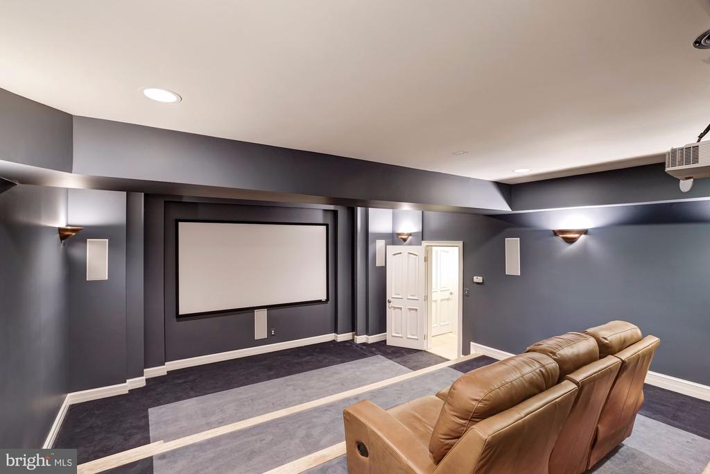 Home Theater w/ 4 levels Projection - 886 CHINQUAPIN RD, MCLEAN