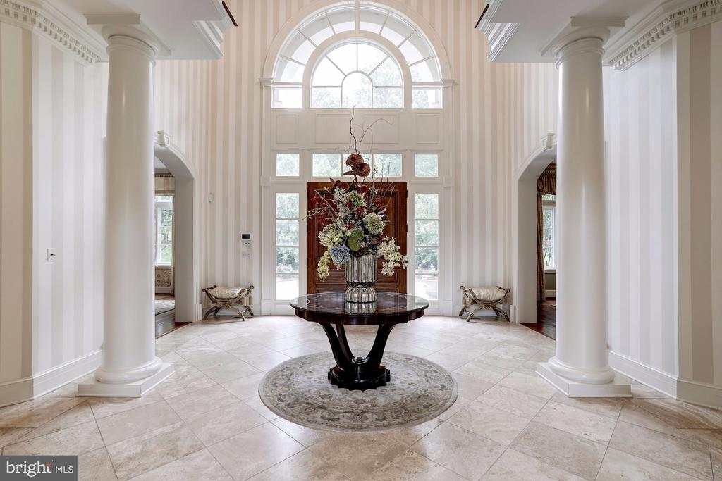 Grand entry graces columns two-story overlook - 886 CHINQUAPIN RD, MCLEAN