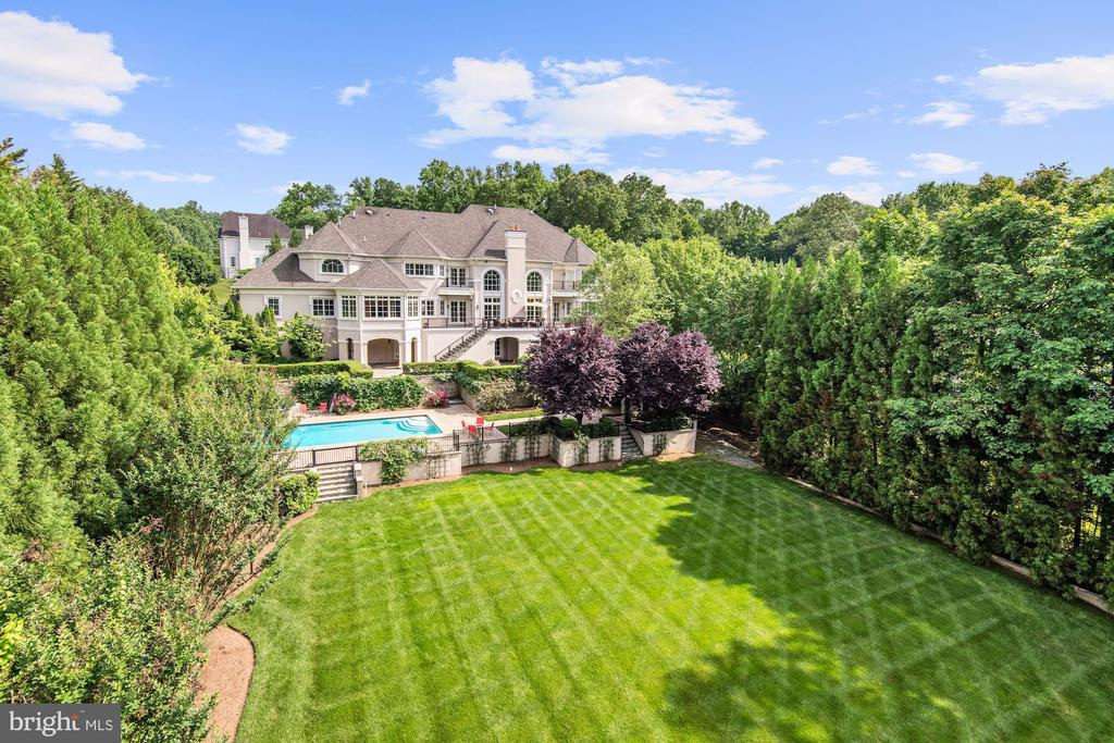 Very Private Estate with 5 Star Resort Amenities - 886 CHINQUAPIN RD, MCLEAN