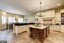 State of the Art appliances with high-end cabinets - 886 CHINQUAPIN RD, MCLEAN