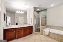 2nd MBR ensuite  with separate tub/ shower - 886 CHINQUAPIN RD, MCLEAN