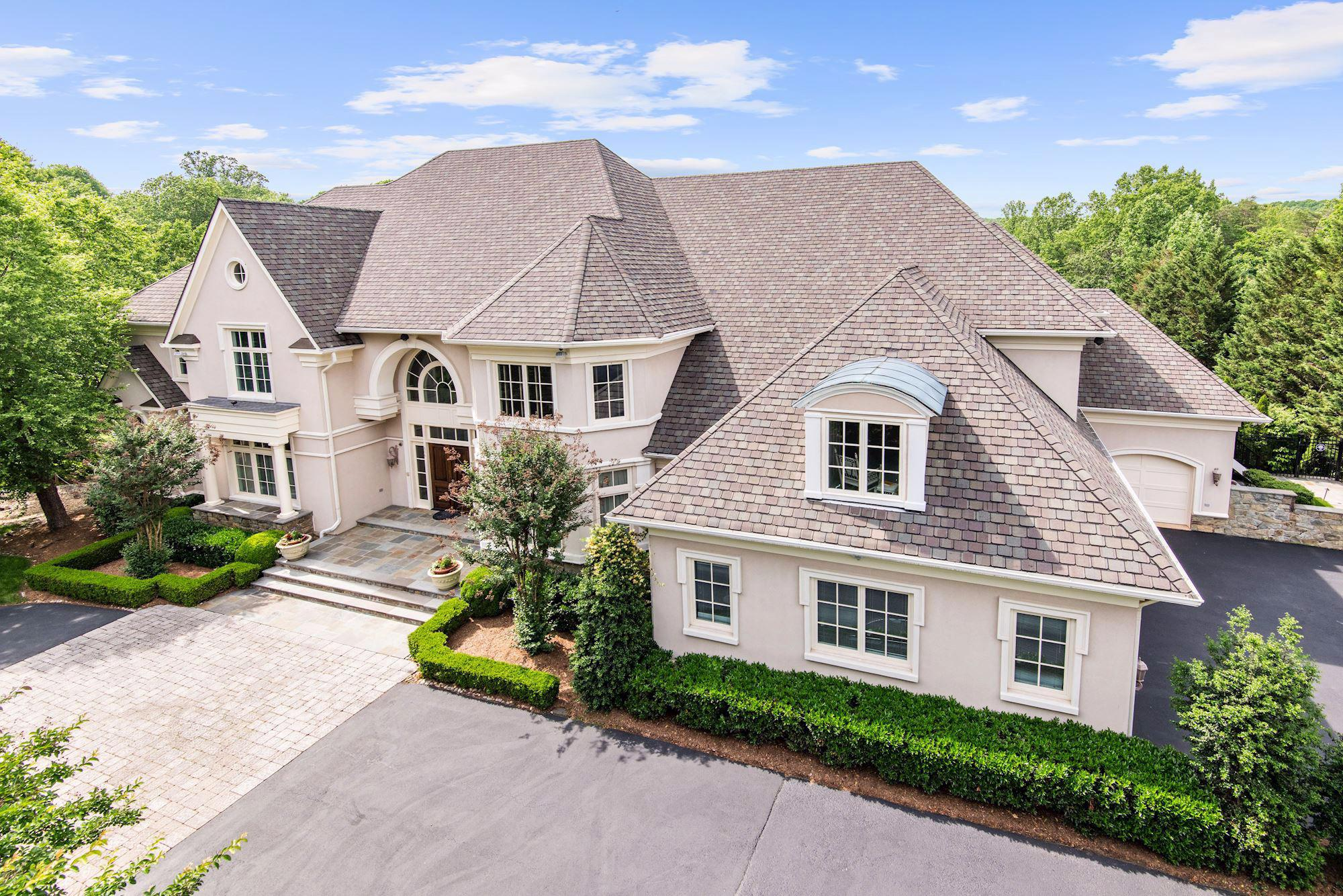 Single Family Home for Sale at 886 Chinquapin Road 886 Chinquapin Road McLean, Virginia 22102 United States