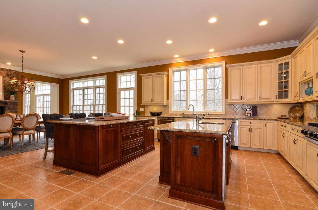 Light filled and spacious kitchen - 12794 YATES FORD ROAD, CLIFTON