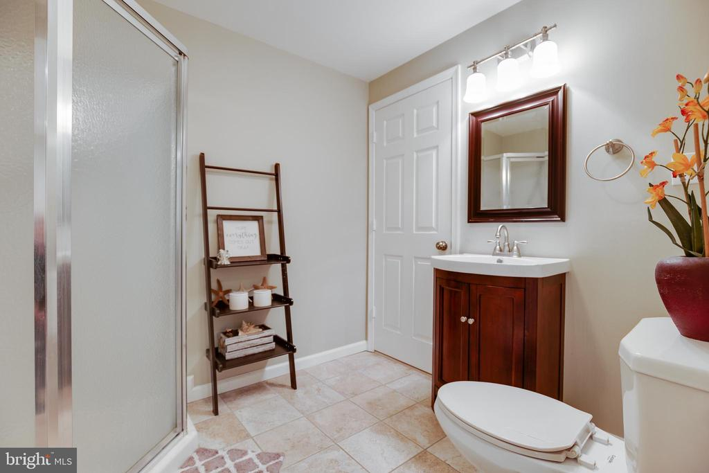 Basement Bathroom - 15588 DRYDEN WAY, DUMFRIES