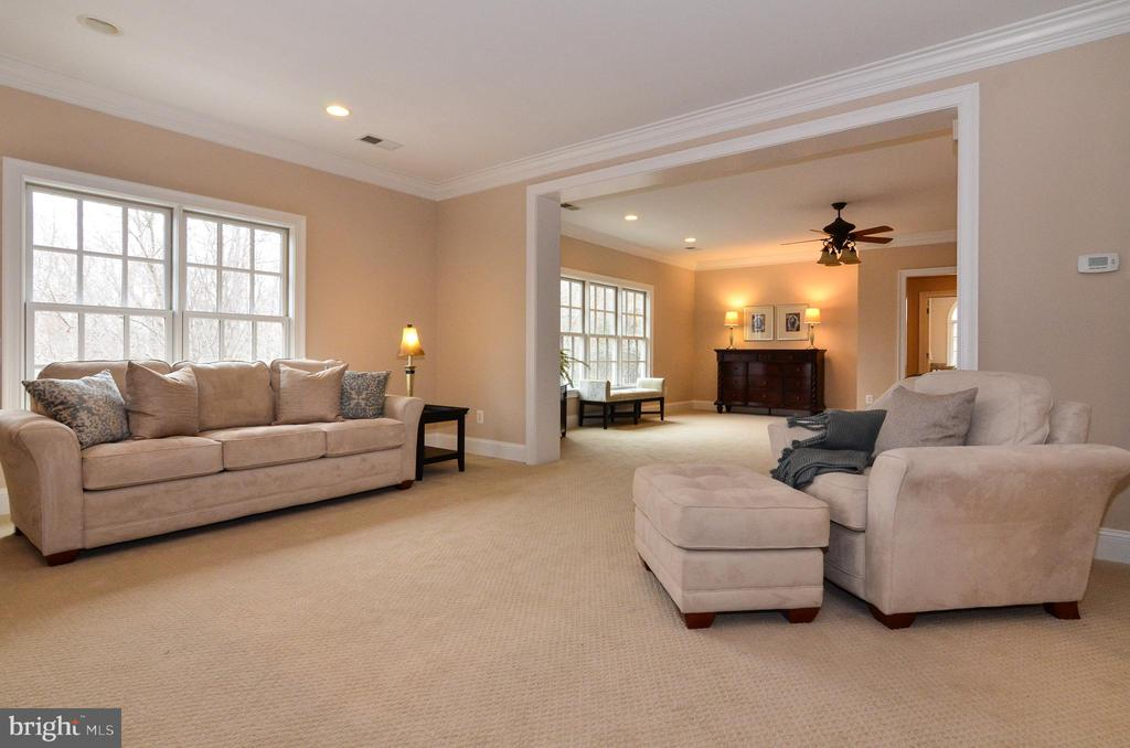 Light filled sitting area - 12794 YATES FORD ROAD, CLIFTON