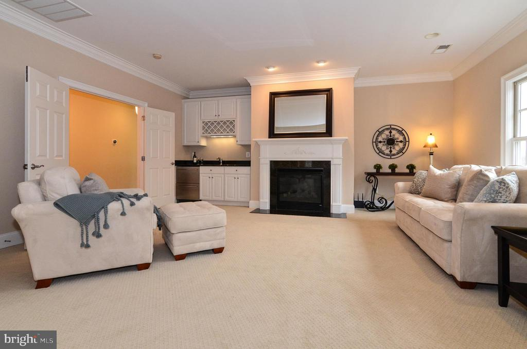 Inviting sitting room w/ wet bar off master BR - 12794 YATES FORD ROAD, CLIFTON