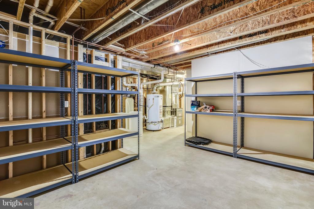 Abundant Storage - 43268 HILL HEAD PL, LEESBURG