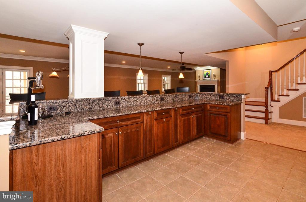 Huge bar with everything you need for entertaining - 12794 YATES FORD ROAD, CLIFTON