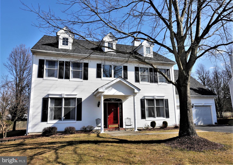 Moradia para Venda às 109 PROVIDENCE BLVD Kendall Park, Nova Jersey 08824 Estados UnidosEm/Em torno de: South Brunswick Township