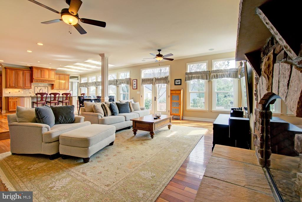 Light Filled Family Room - 3055 JEANNIE ANNA CT, HERNDON
