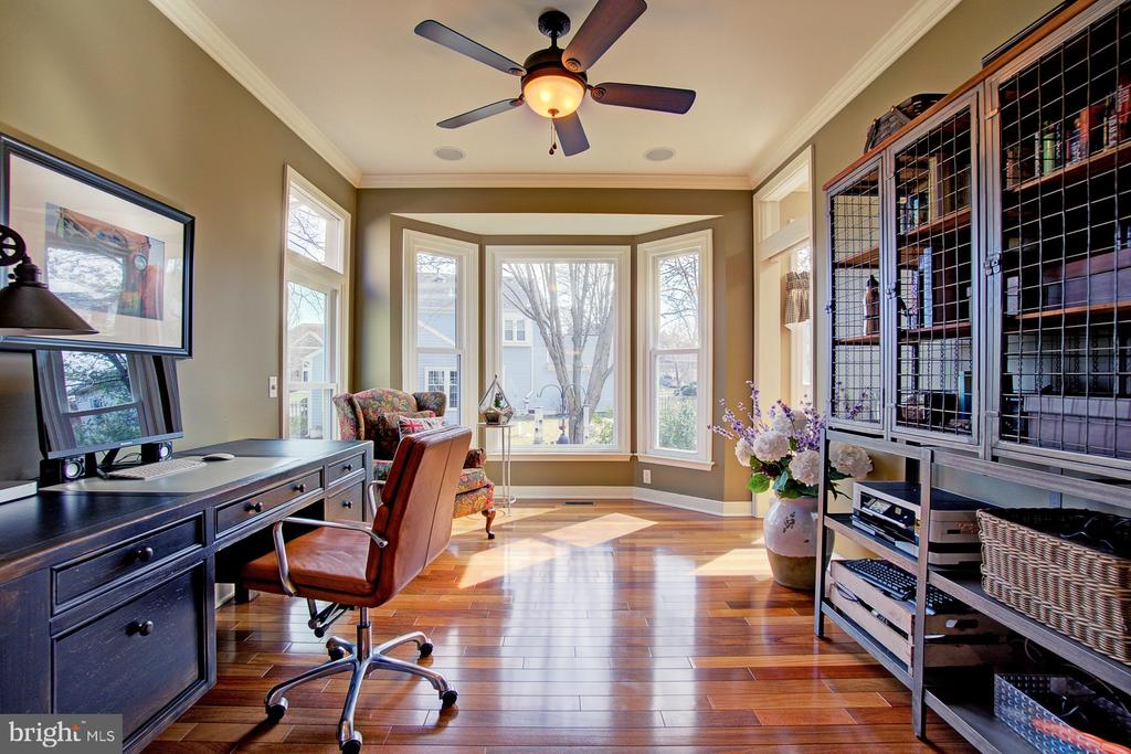 Beautiful Home Office - 3055 JEANNIE ANNA CT, HERNDON