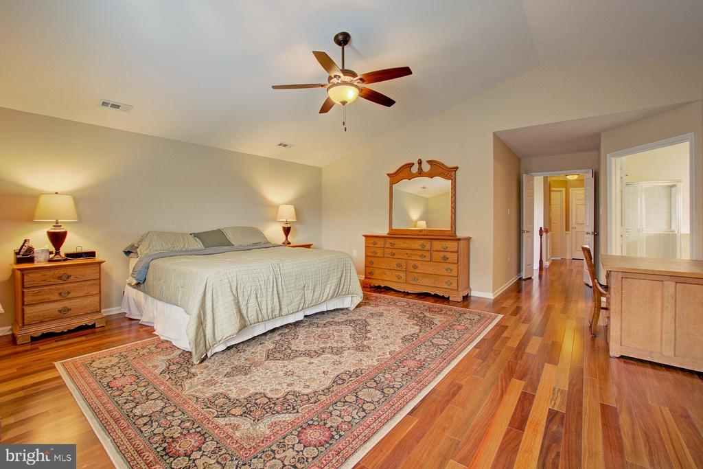 Large Master Bedroom - 3055 JEANNIE ANNA CT, HERNDON