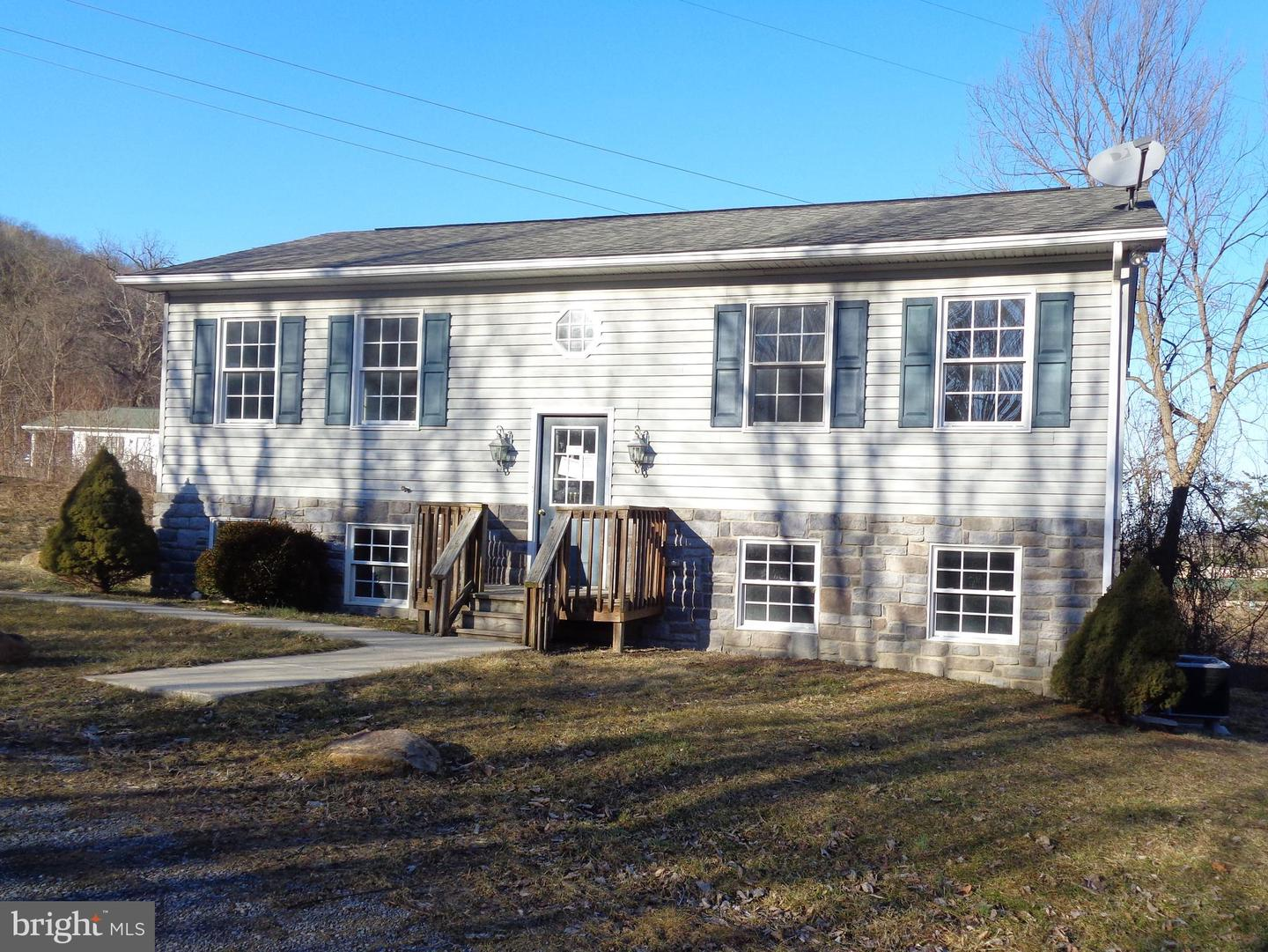 Single Family for Sale at 63 Noble Ln Berkeley Springs, West Virginia 25411 United States