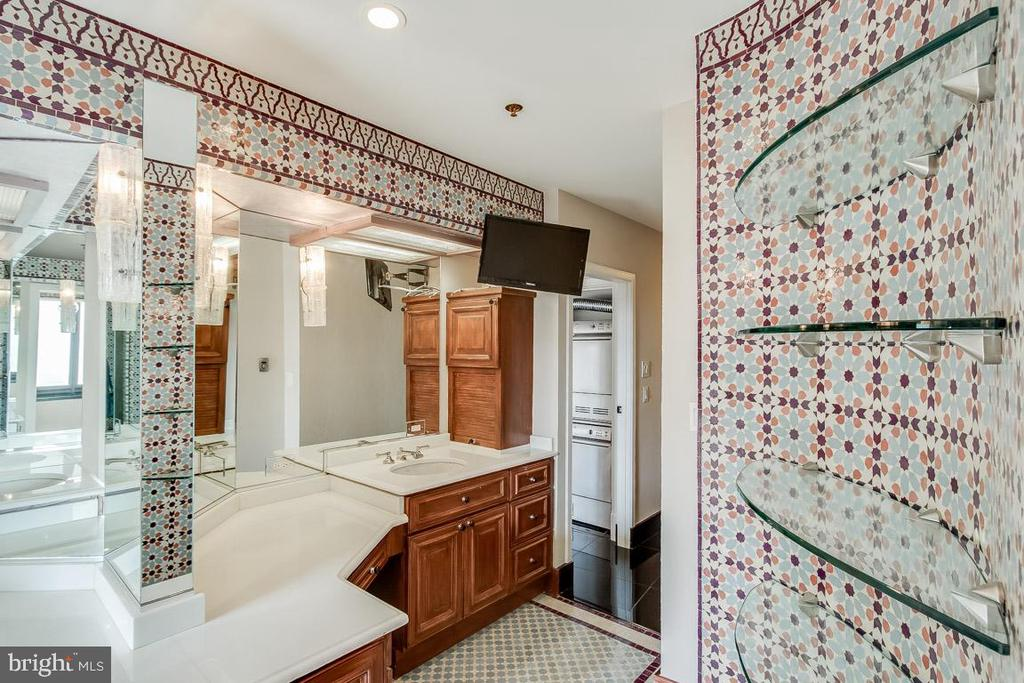 Master Bath - 1200 CRYSTAL DR #1713, 1714, ARLINGTON
