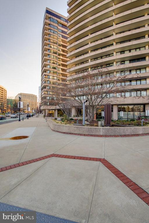 Front of building - 1200 CRYSTAL DR #1713, 1714, ARLINGTON