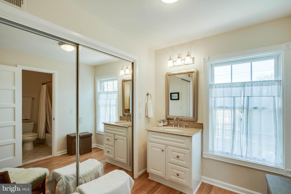 Large master bath - 4123 BURKE STATION RD, FAIRFAX