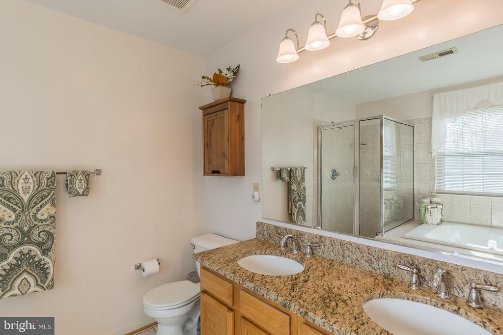 Master Bath w/new Granite counters - 8 WESTCHESTER CT, STAFFORD