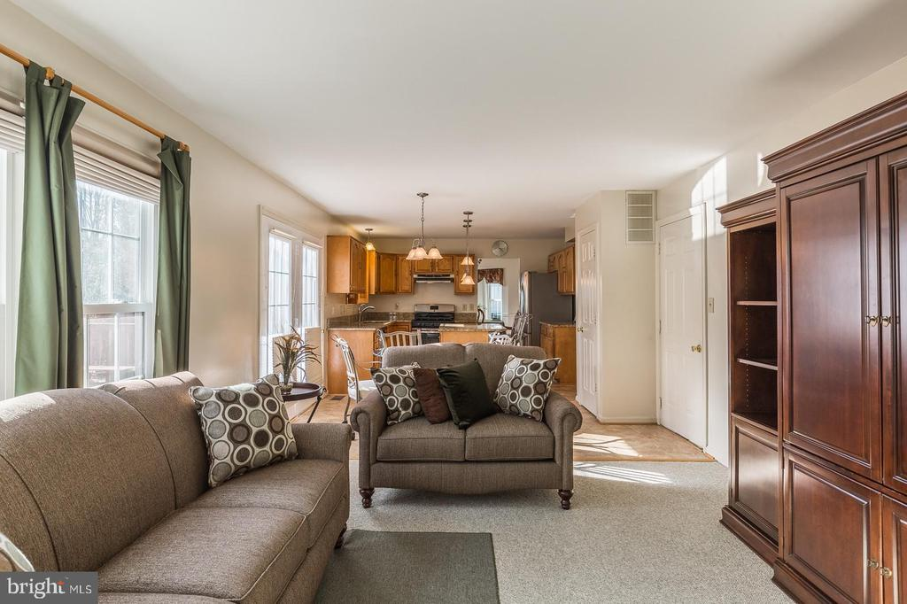 Cozy Family room off the kitchen - 8 WESTCHESTER CT, STAFFORD