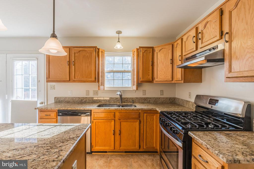 New Stainless Steel appliances - 8 WESTCHESTER CT, STAFFORD
