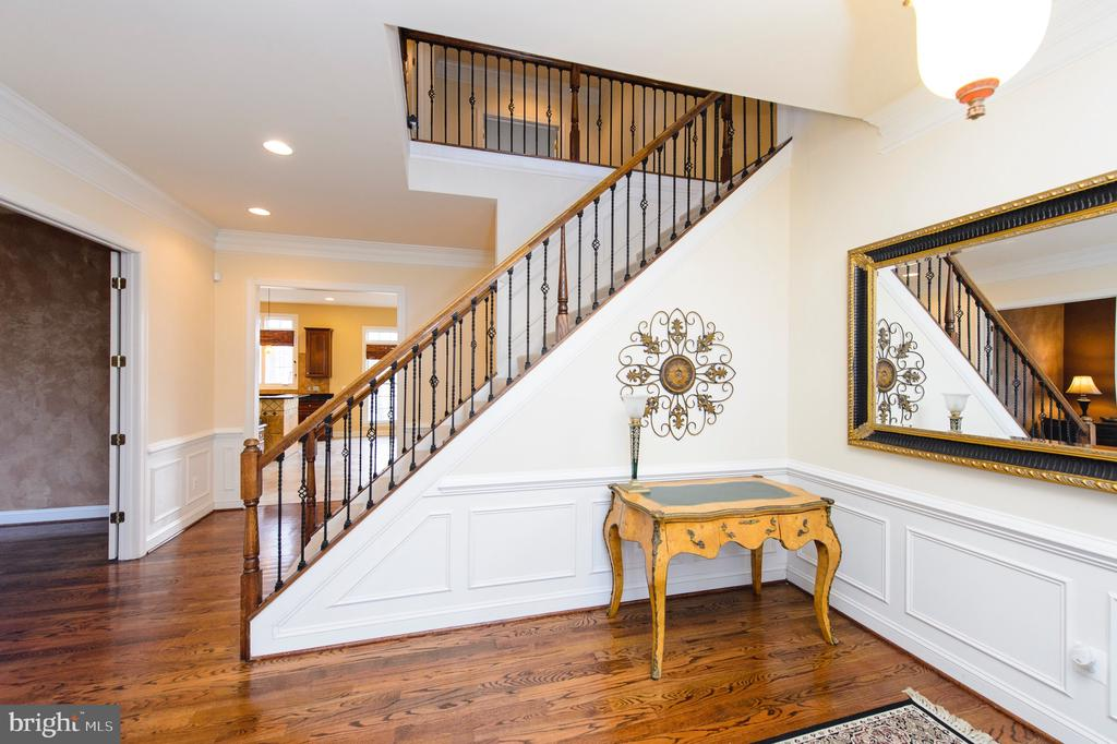 Grand Foyer with  Wrought Iron Rails - 4741 CHARTER CT, WOODBRIDGE