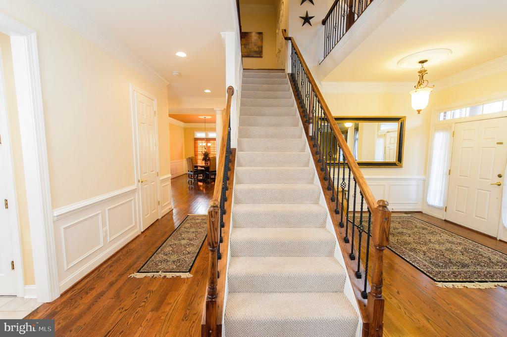 Main Level Stairs - 4741 CHARTER CT, WOODBRIDGE