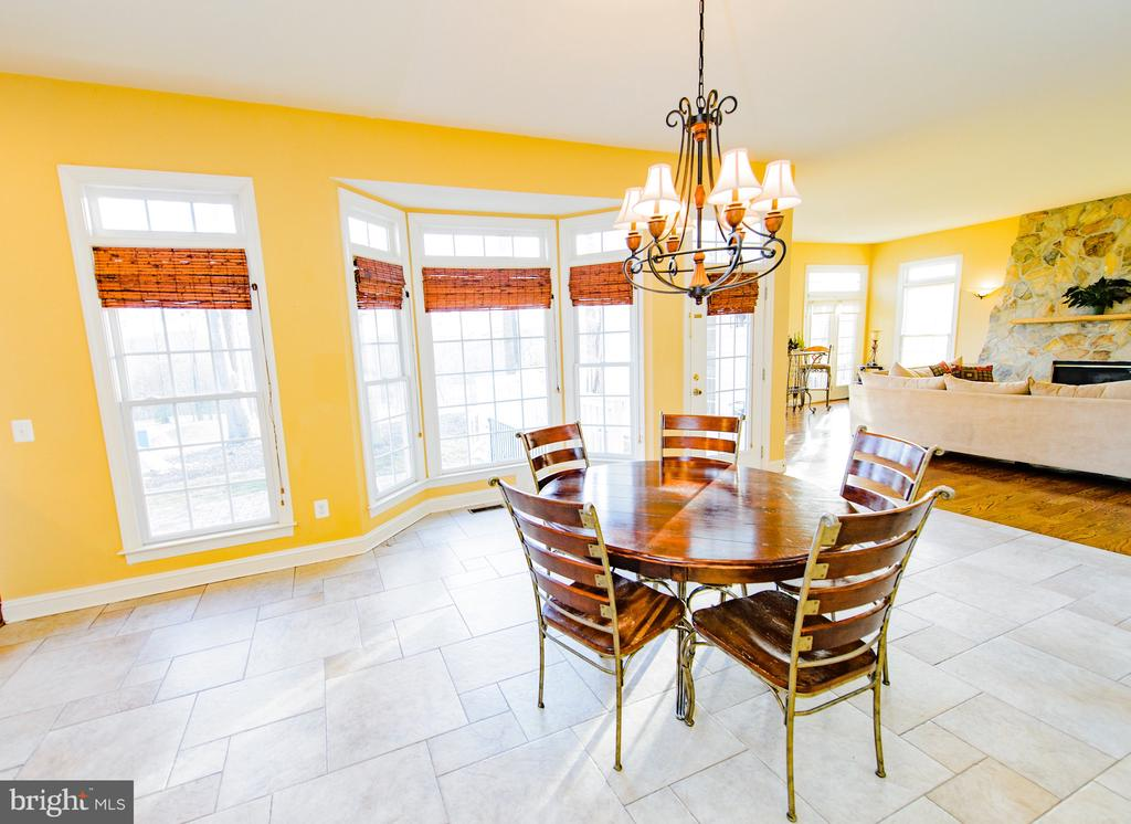 Breakfast Room with Ceramic Tile - 4741 CHARTER CT, WOODBRIDGE