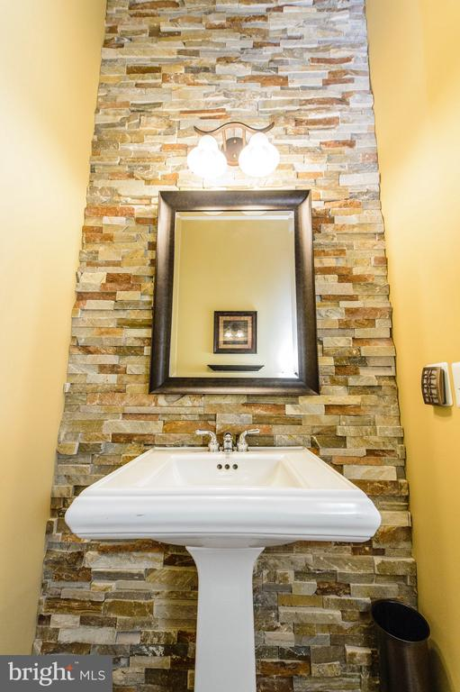 Main Level Powder Room - 4741 CHARTER CT, WOODBRIDGE