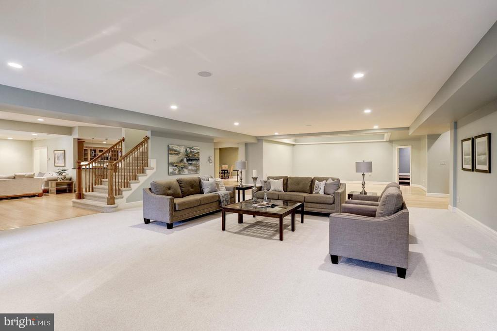 Open Club level entertaining - 886 CHINQUAPIN RD, MCLEAN