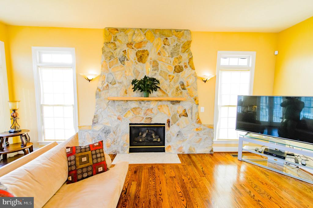 Family Room With Gas Fireplace - 4741 CHARTER CT, WOODBRIDGE