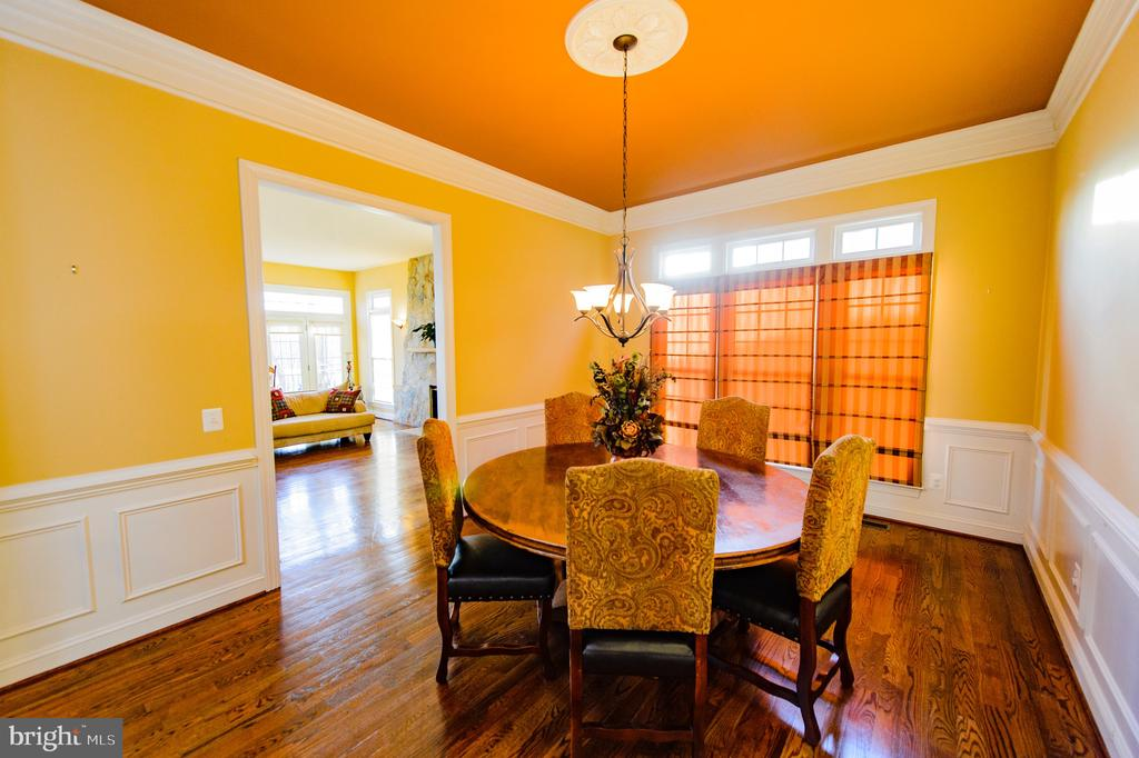 Formal Dining Room with Tray Ceiling - 4741 CHARTER CT, WOODBRIDGE