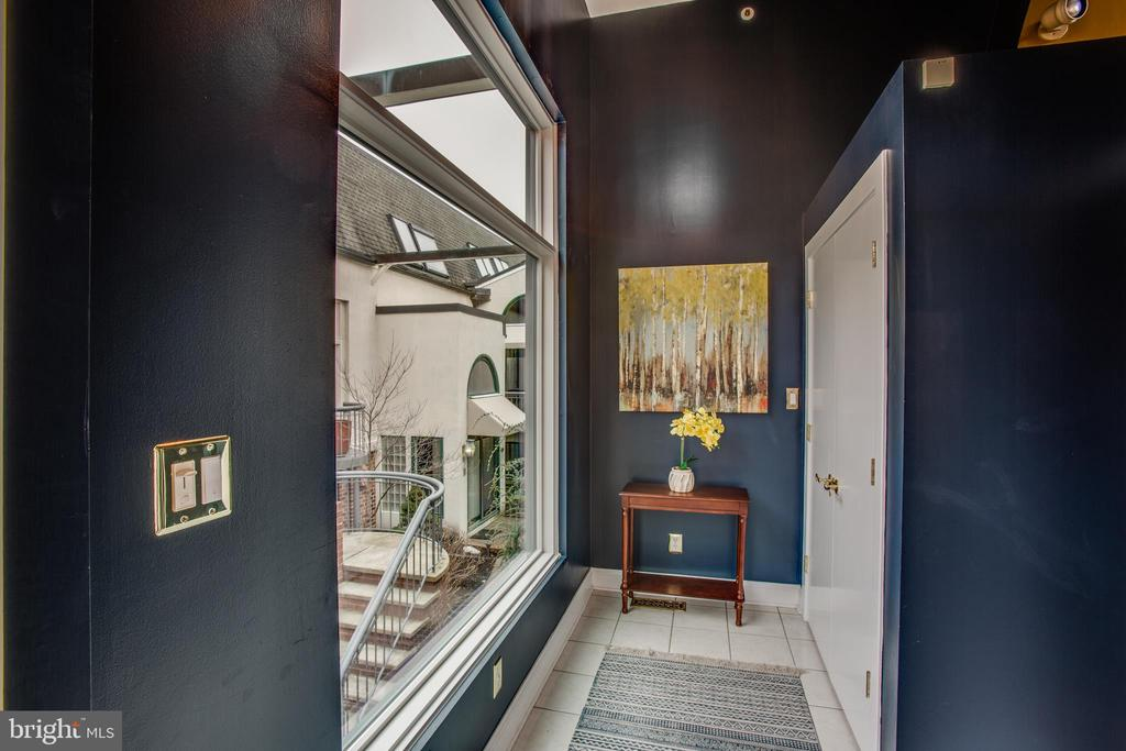 Attractive Entrance foyer w/large coat closet - 717 KENMORE AVE, FREDERICKSBURG