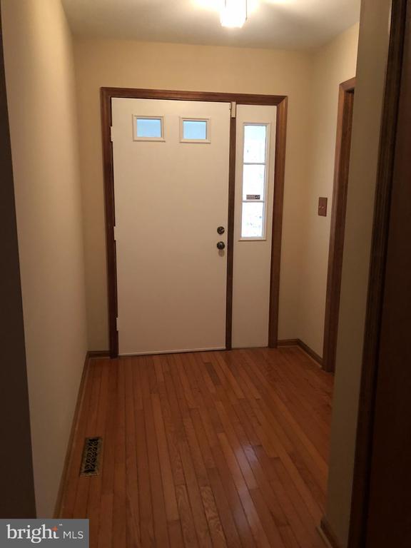 Separate Foyer - 8809 MILLWOOD DR, SPOTSYLVANIA