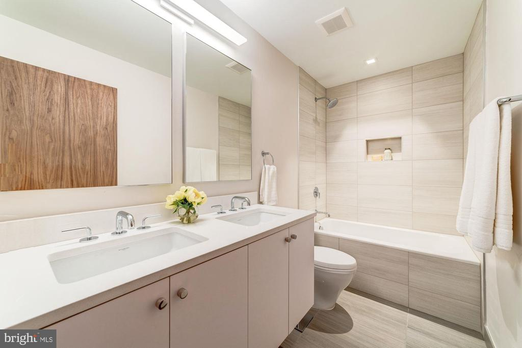 Hall Bathroom - 2908 ELLICOTT ST NW, WASHINGTON
