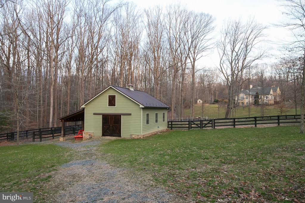 2 Stall Barn - 203 CARRWOOD RD, GREAT FALLS