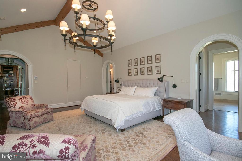 Master Bedroom - 203 CARRWOOD RD, GREAT FALLS