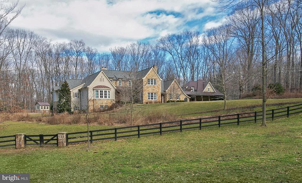 Gorgeous Acreage - 203 CARRWOOD RD, GREAT FALLS