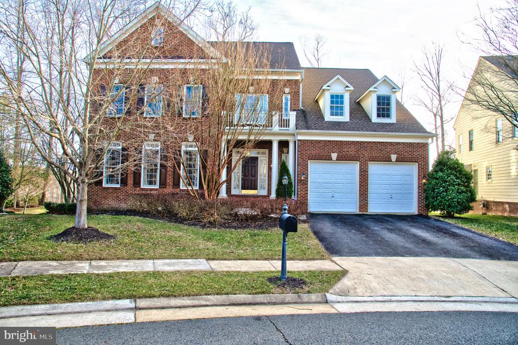 Brick Front Culdesac Overlooking the golf course - 4741 CHARTER CT, WOODBRIDGE