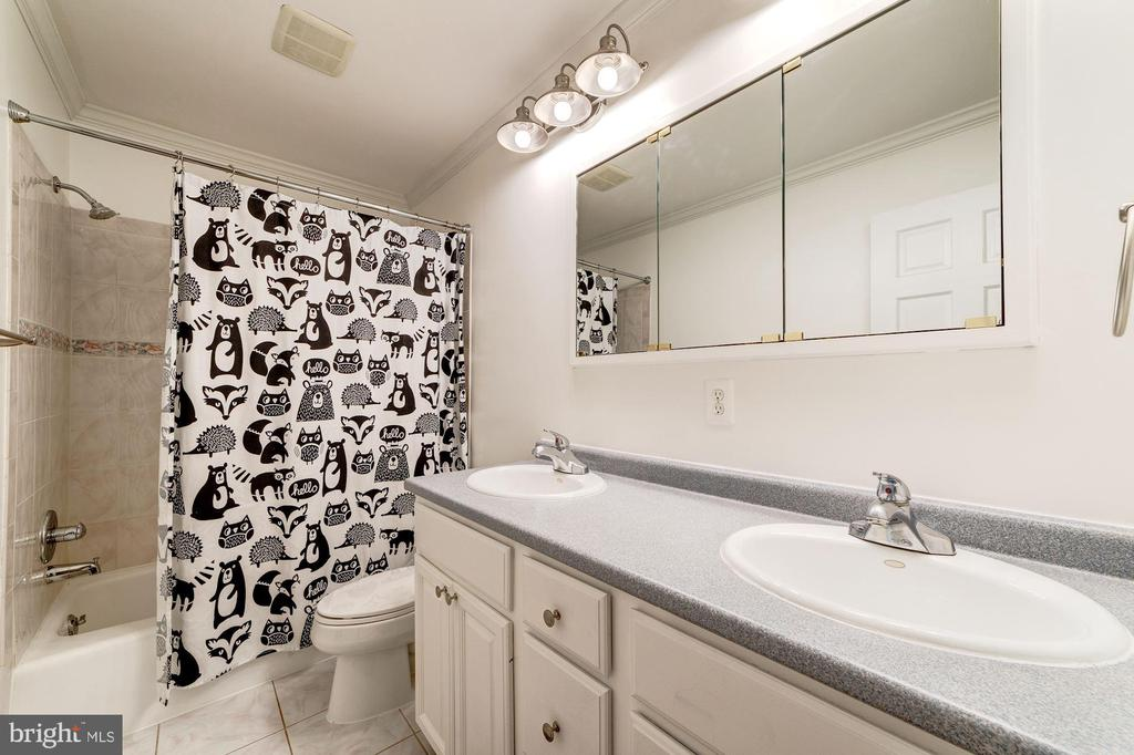 Hall Bathroom - 6221 LAVELL CT, SPRINGFIELD