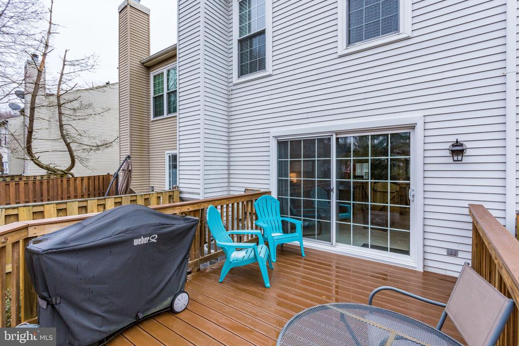 Large Trex deck off of living room - 7211 STOVER CT, ALEXANDRIA