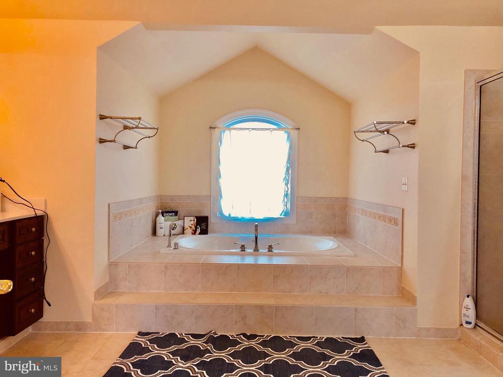 Mstr Bedrm Bath - 40278 WARREN GLEN LN, LEESBURG