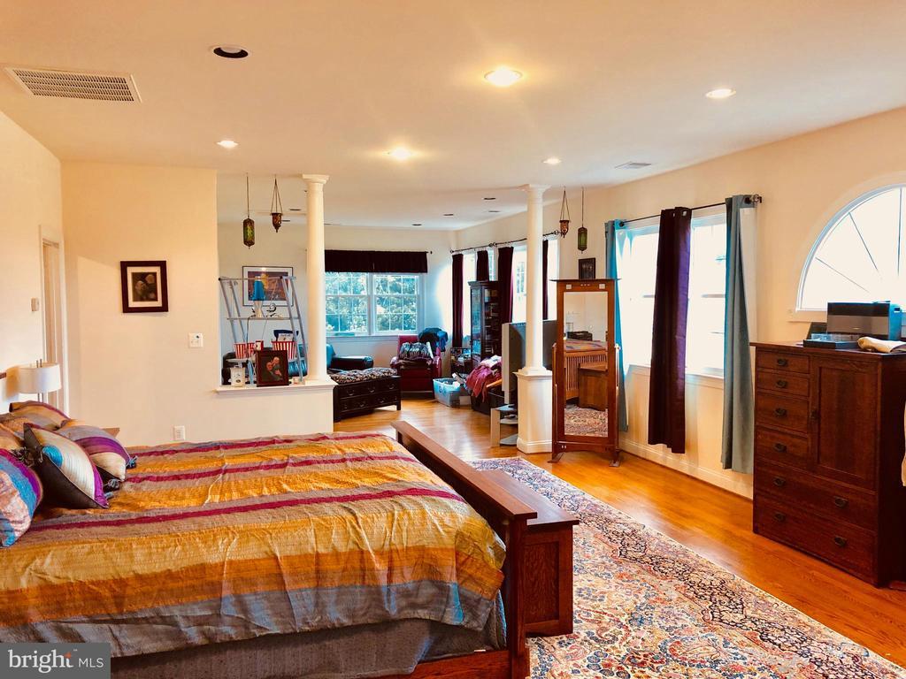 Master Bedroom - 40278-. WARREN GLEN LN, LEESBURG