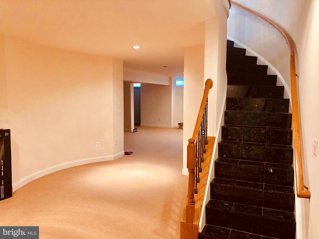 Bsmt Stair - 40278-. WARREN GLEN LN, LEESBURG