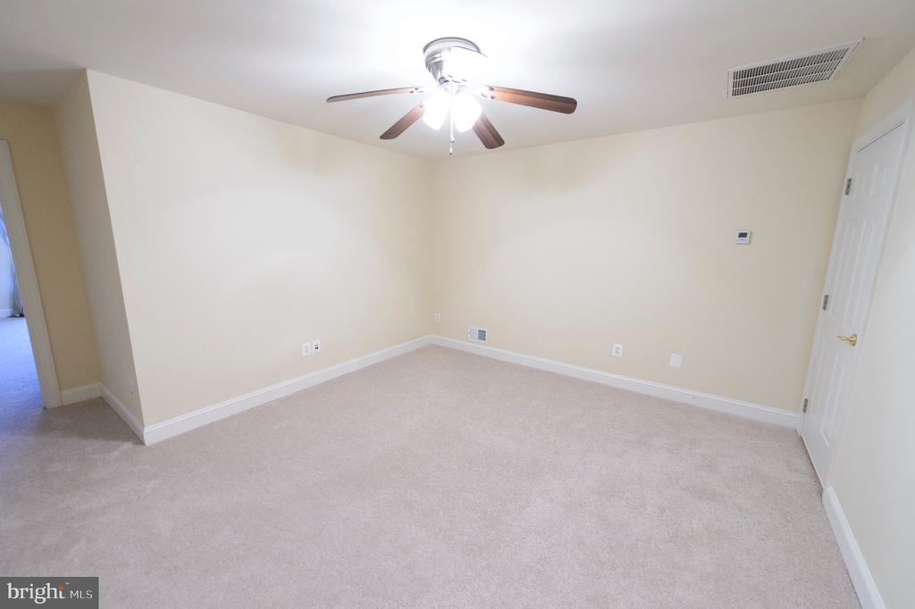 4th Level In Law Suite - 4741 CHARTER CT, WOODBRIDGE